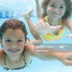 عکس شنا کردن دختر خوشگل ایرانی در استخر مردانه با بیکینی